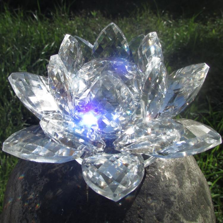 https://cdn.brasilesoterico.com/imagens_produtos/gd_204-5-210224170203000000-flor-de-lotus-de-cristal-brilhante-11-cm---6-opcoes-cores.JPG