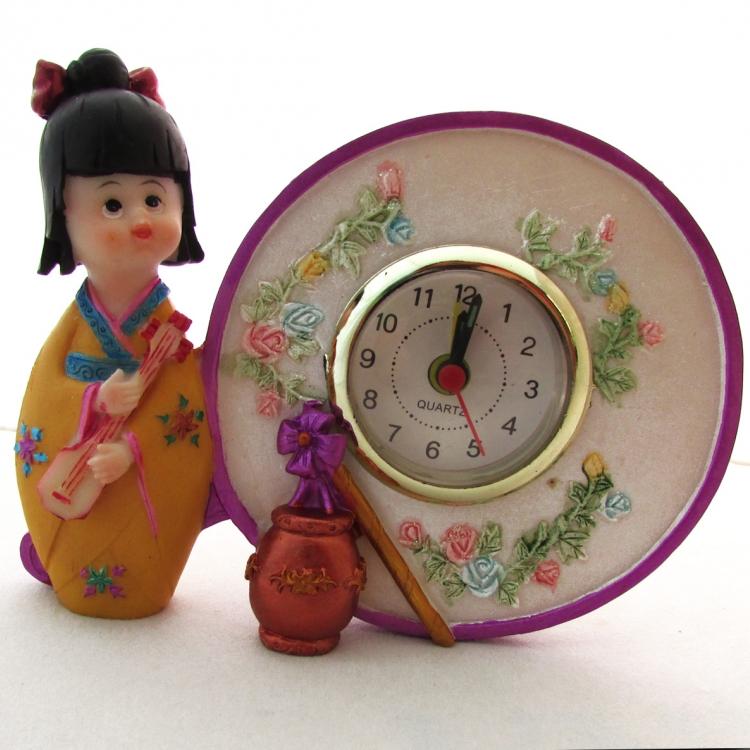 https://cdn.brasilesoterico.com/imagens_produtos/gd_2647-0-210625100649000000-boneca-oriental-com-relogio-12-cm.jpg