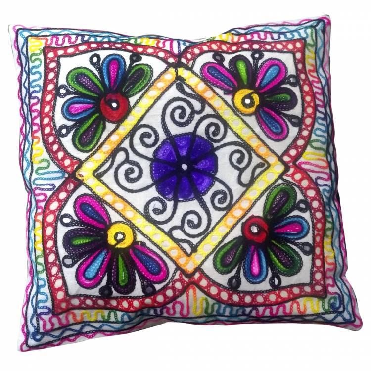 https://cdn.brasilesoterico.com/imagens_produtos/gd_4461-1-210216150231000000-capa-de-almofada-indiana-patchwork-bordada-42-cm---bordados-sortidos.jpg