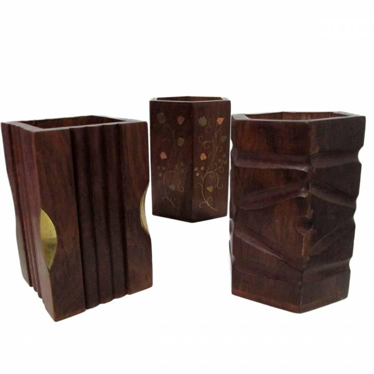 https://cdn.brasilesoterico.com/imagens_produtos/gd_7177-1-201027091041000000-porta-caneta-em-madeira-decorada-10-5-cm---3-opcoes-de-modelos.jpg