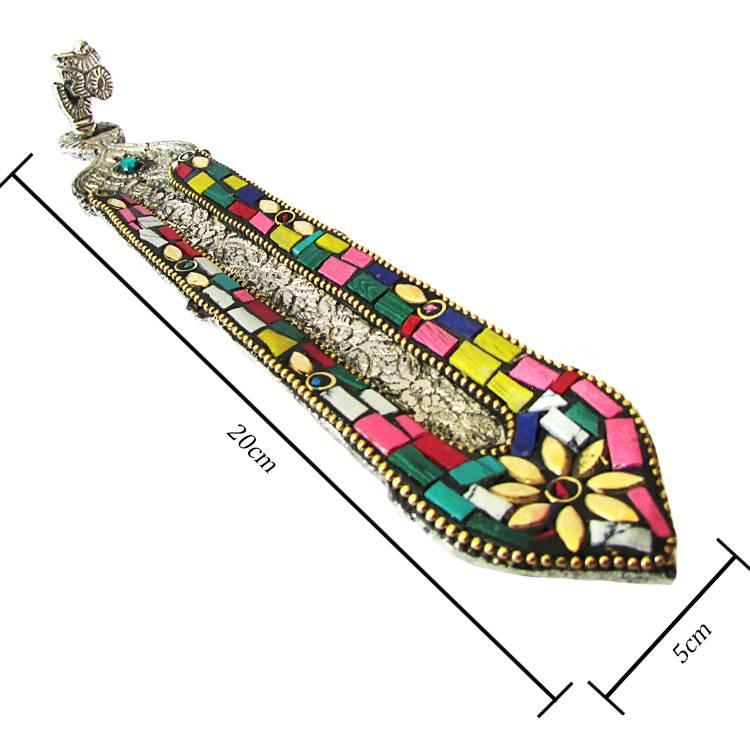 https://cdn.brasilesoterico.com/imagens_produtos/gd_8835-1-210818140846000000-incensario-indiano-pena-em-metal-prateado-20cm---modelos-sortidos.jpg