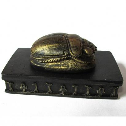 https://cdn.brasilesoterico.com/imagens_produtos/md_153-0-200925140928000000-escaravelho-de-mesa-5cm.jpg