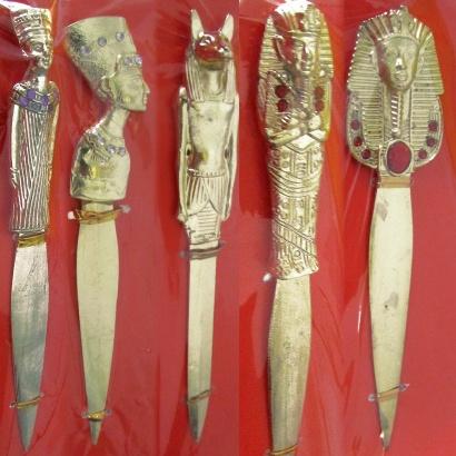 https://cdn.brasilesoterico.com/imagens_produtos/md_1683-0-200914120902000000-punhais-athames-egipcios-dourado-diversos-21cm.jpg