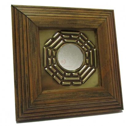 https://cdn.brasilesoterico.com/imagens_produtos/md_2521-2-200615120650000000-quadro-bagua-p-12cm-com-espelho.jpg