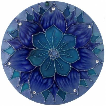https://cdn.brasilesoterico.com/imagens_produtos/md_5679-0-201009081015000000-mandala-azul-flor-da-lealdade-em-vidro-20-cm.jpg